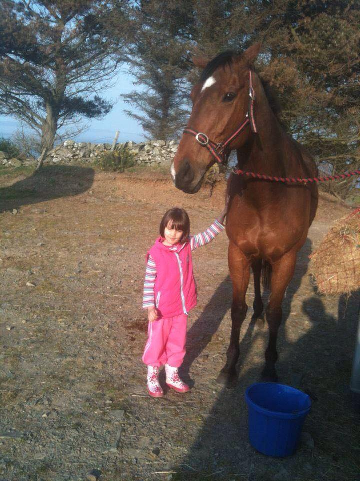 Yvonne Coburn\'s 6yo grand daughter with \'Connor\' who is now back to his winning ways.
